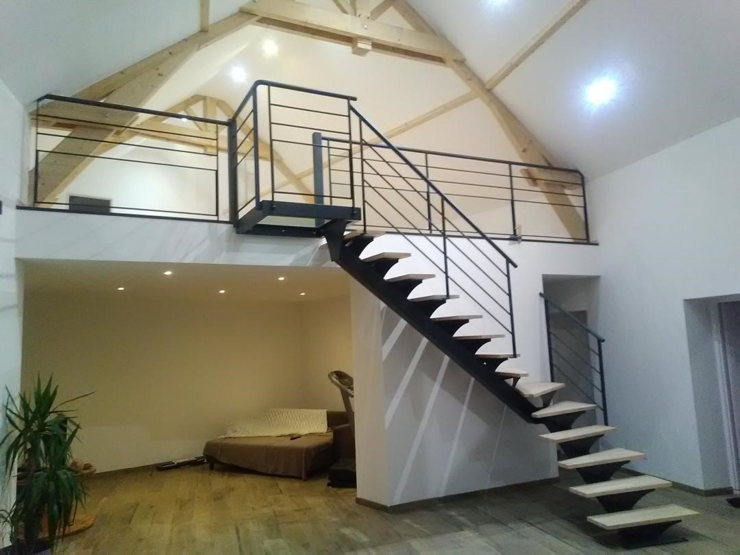 Escalier 1/4 tournant avec palier verre sur mezzanine