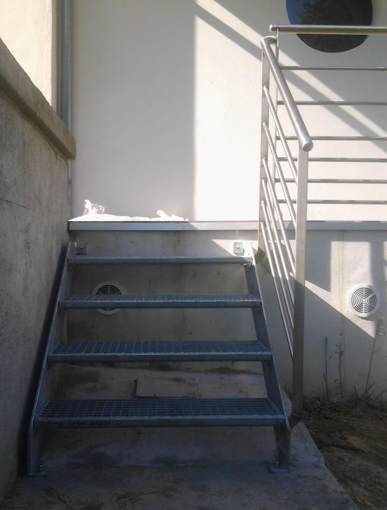Escalier 3 marches en caillebotis avec garde-corps en inox