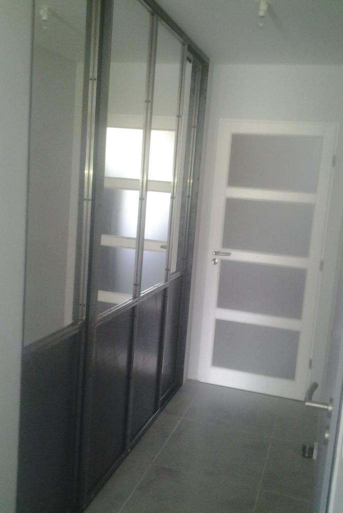 Portes de placards coulissantes en acier brut