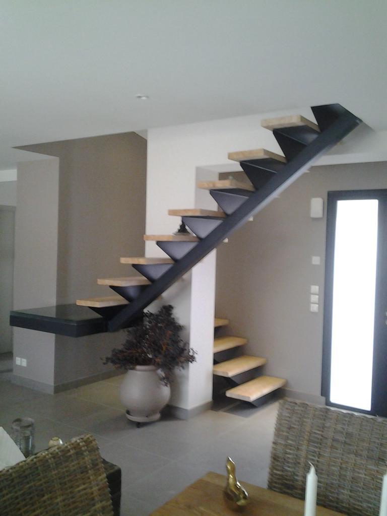 Escalier 2 1/4 tournant avec palier en verre