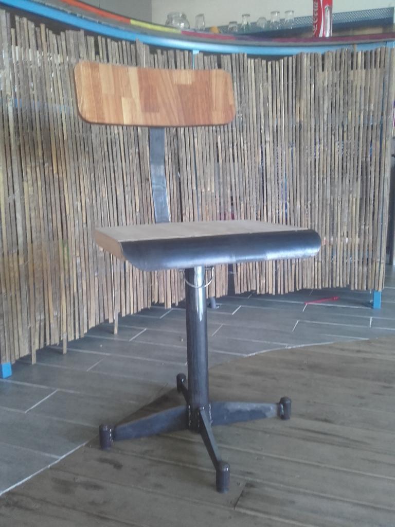 Chaise en fer et bois
