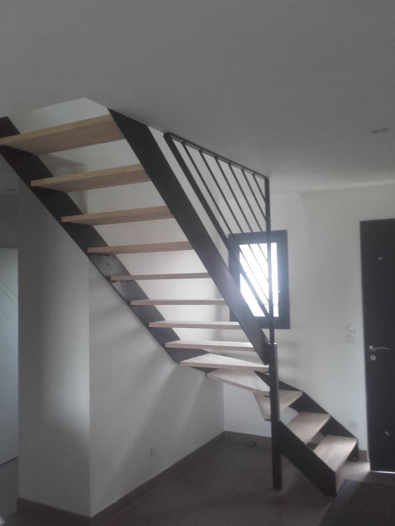Escalier limon plat et marches en bois
