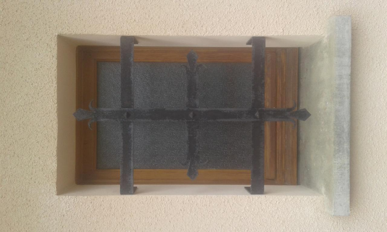 Grille de fenêtre en acier thermolaqué