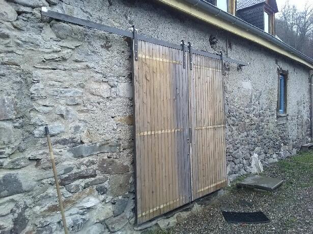 Portes coulissantes en bois fermées