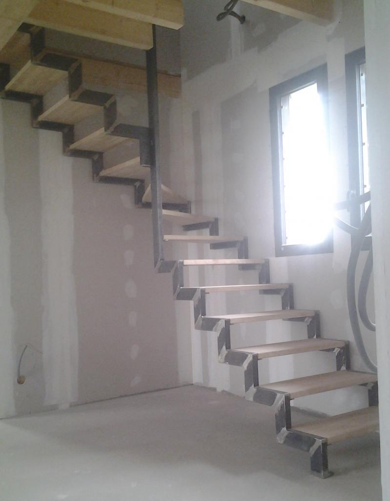 Escalier 2/4 tournant limon crémaillère