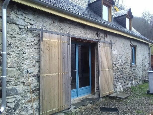 Portes coulissantes en bois ouvertes