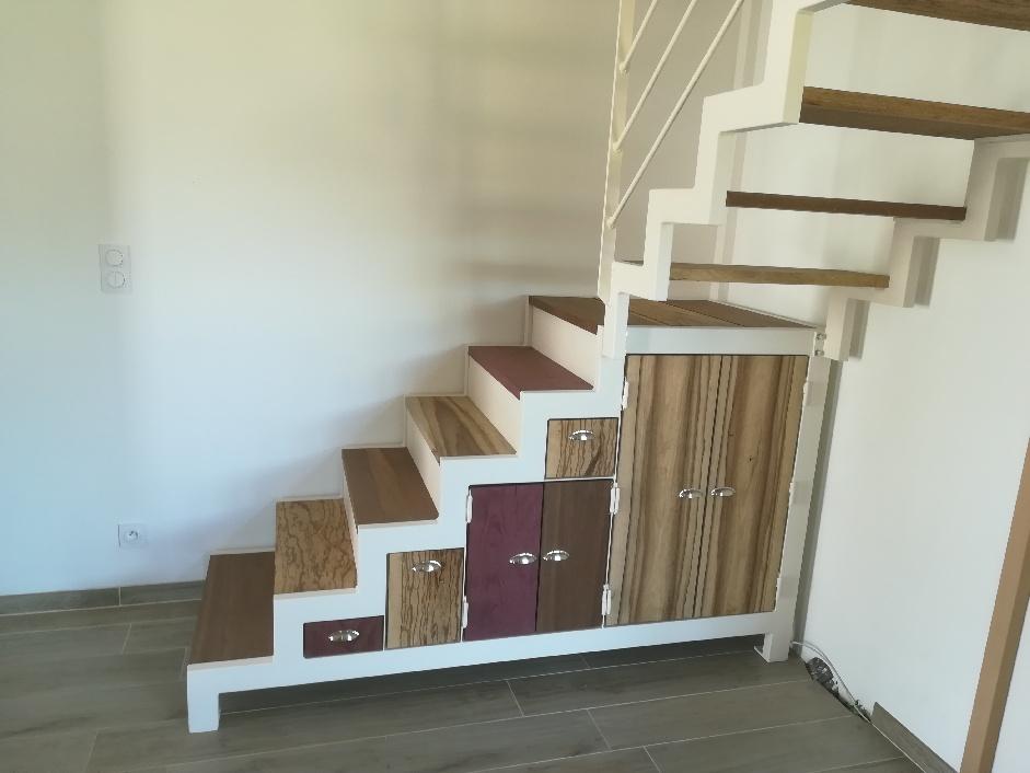 Escalier avec tiroirs et rangements