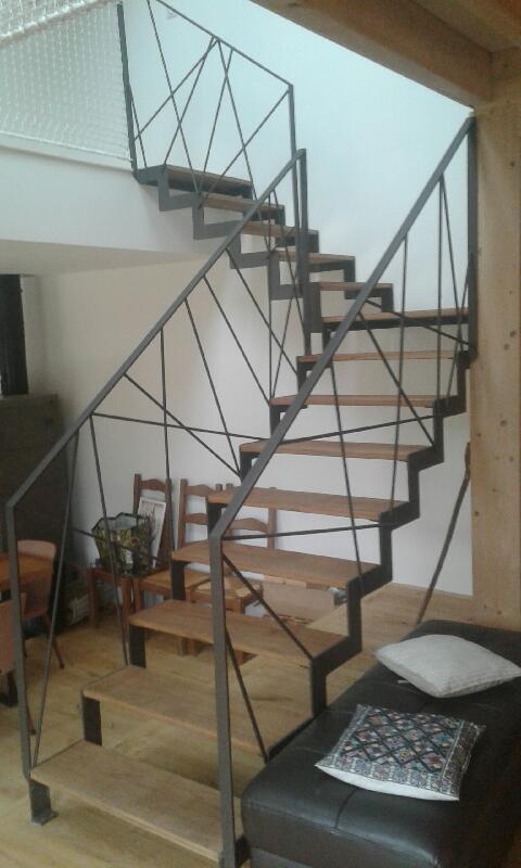 Escalier avec marches bois sans contre-marche