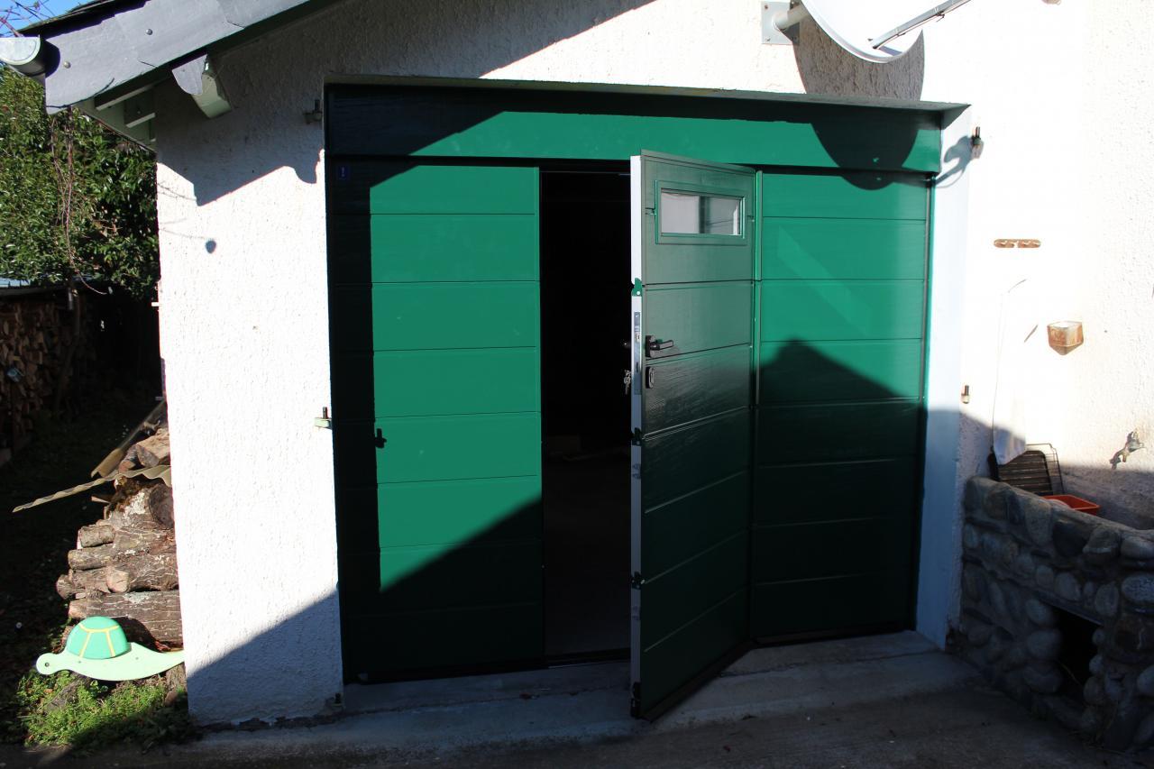 Porte sectionnelle de garage avec portillon