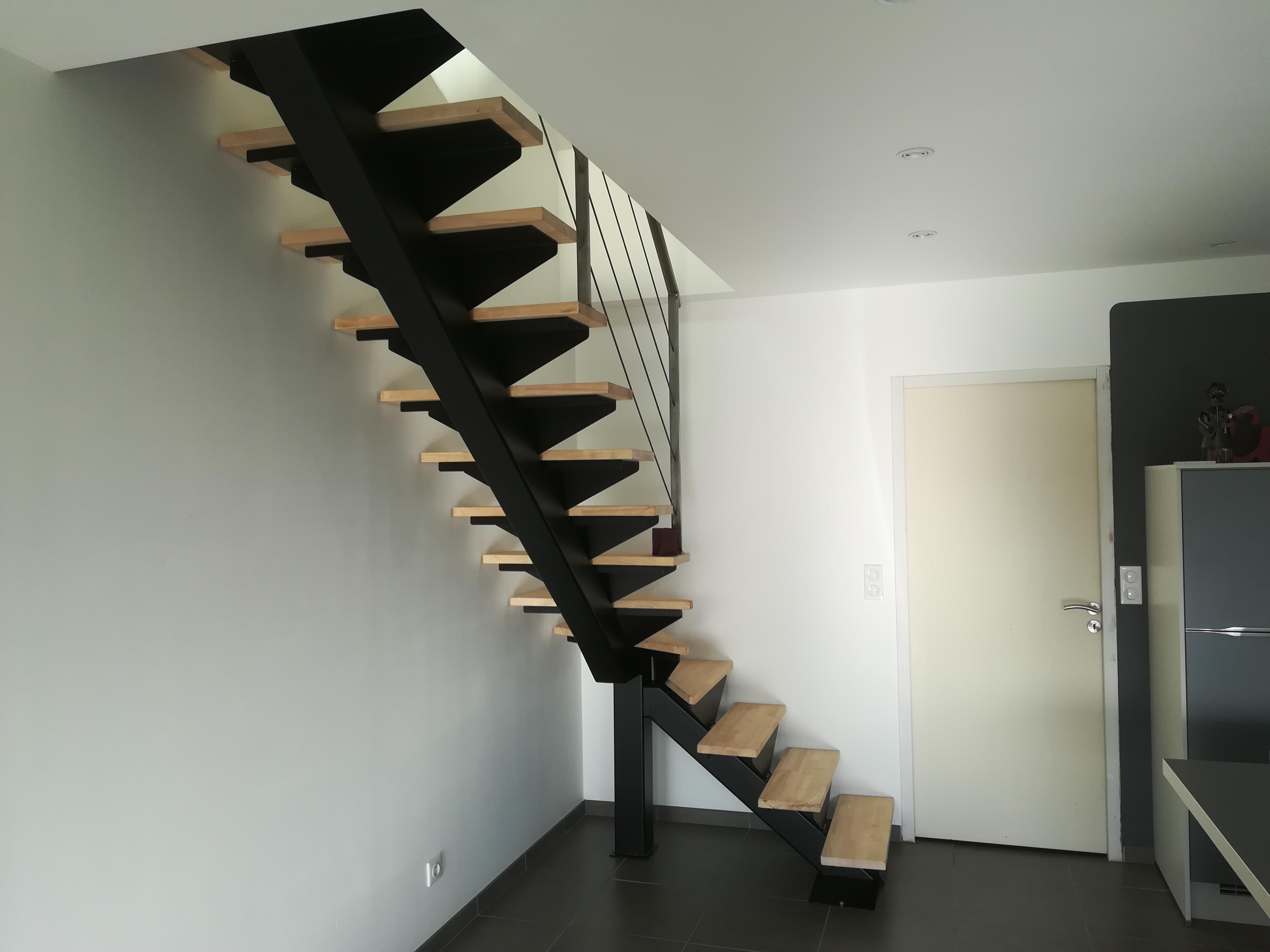 Escalier 1/4 tournant avec marches en bois