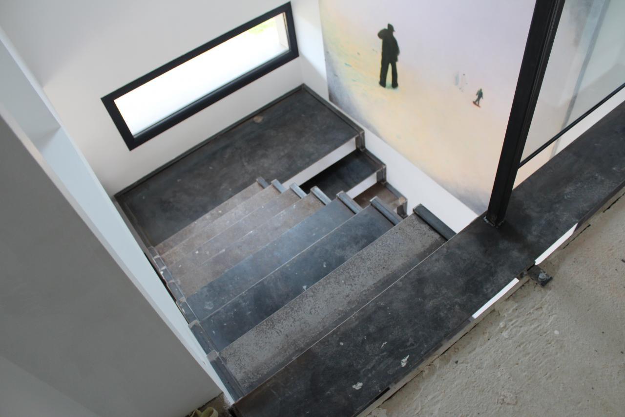 escalier marches acier. Black Bedroom Furniture Sets. Home Design Ideas