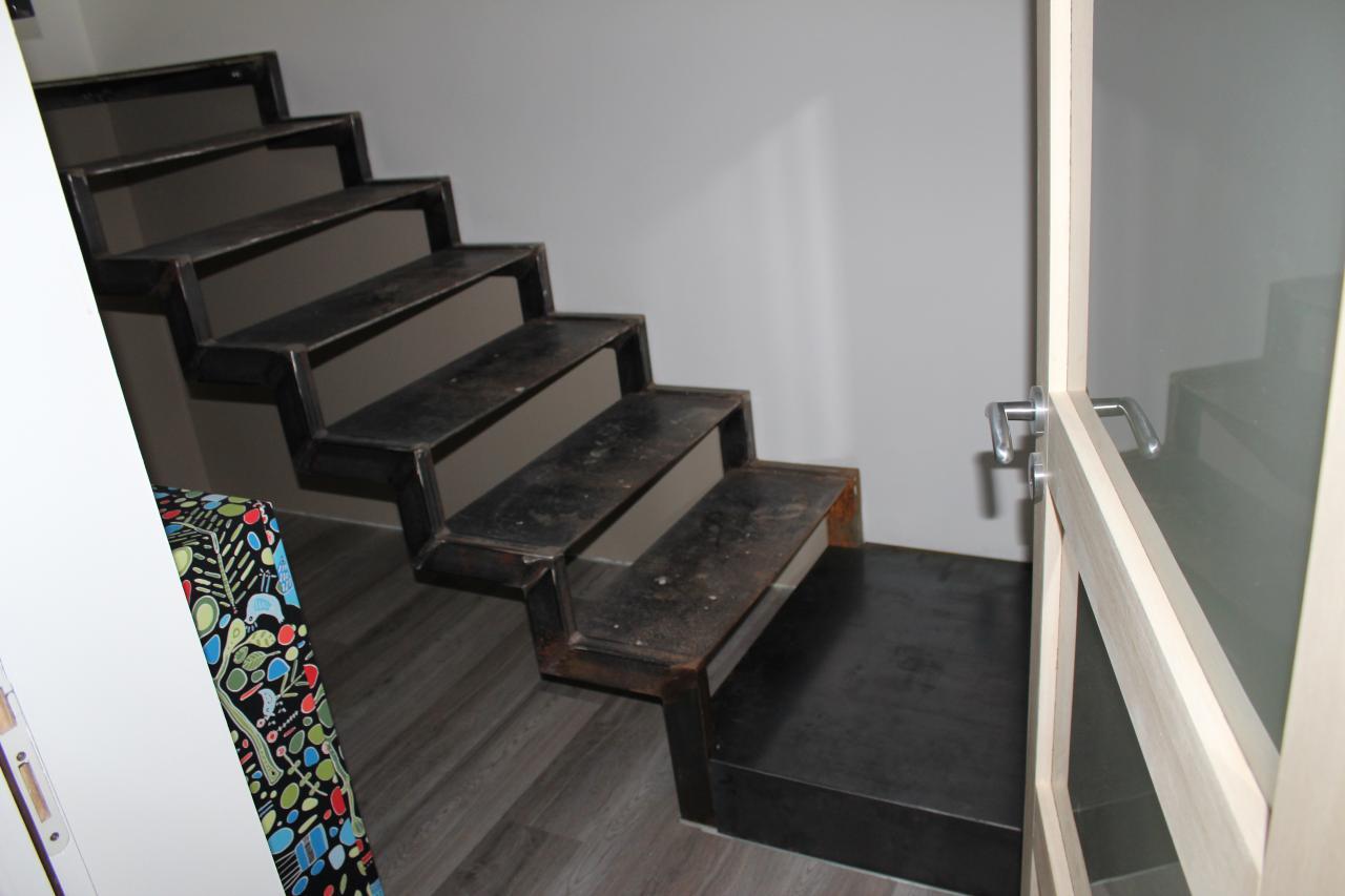 Escalier marches fer