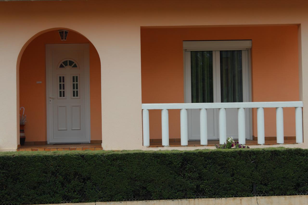 Porte d'entrée et porte-fenêtre en PVC