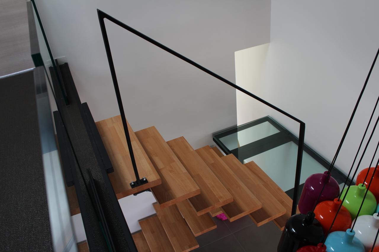 Escalier avec main courante légère