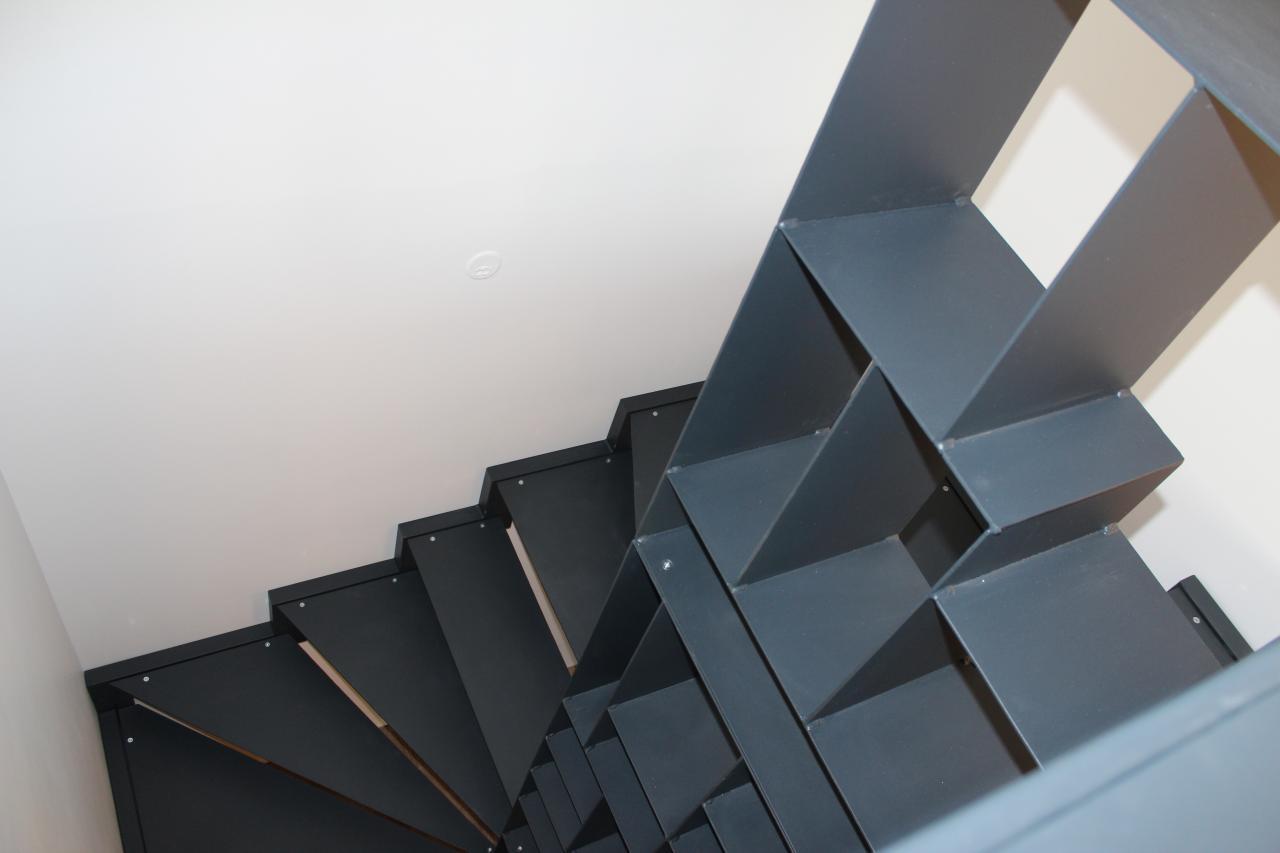 Escalier avec meuble de rangement intégré