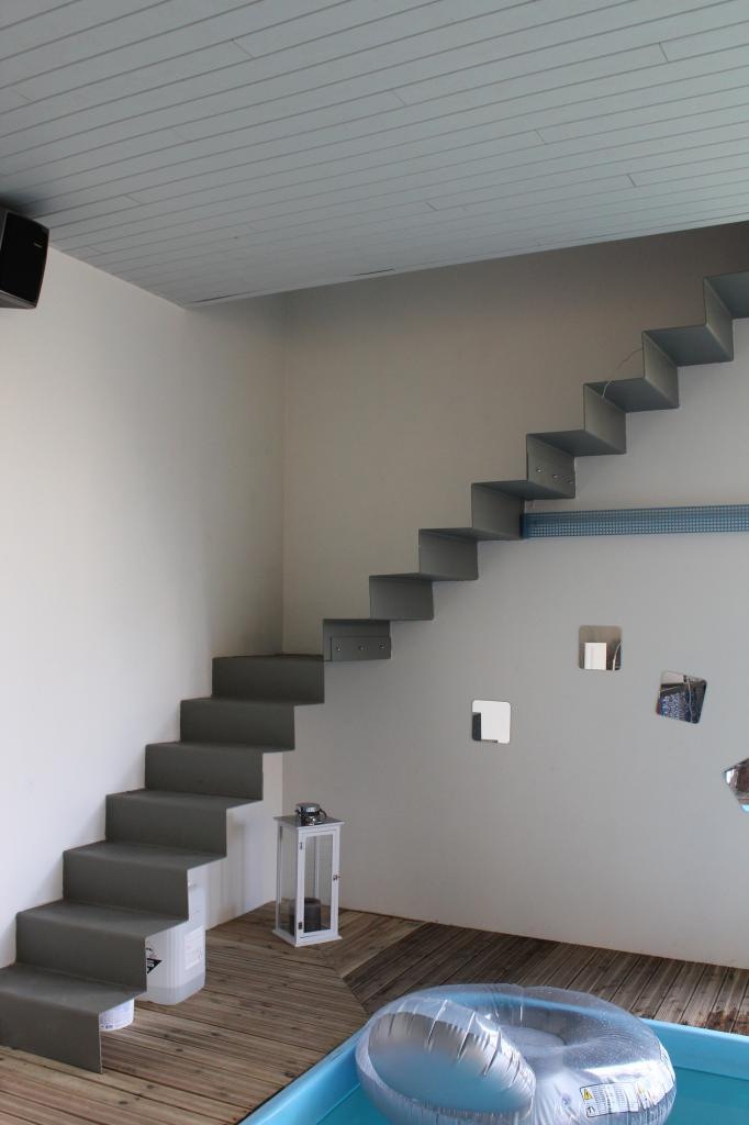 Escalier en tôles pliées