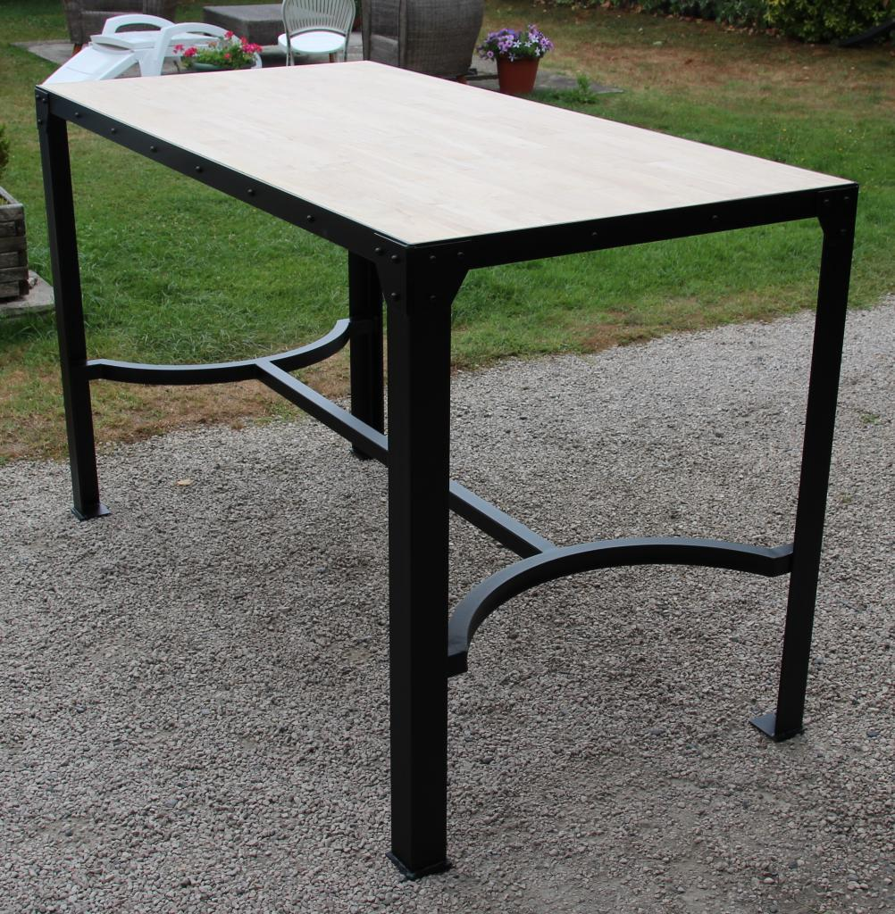 Table haute en acier