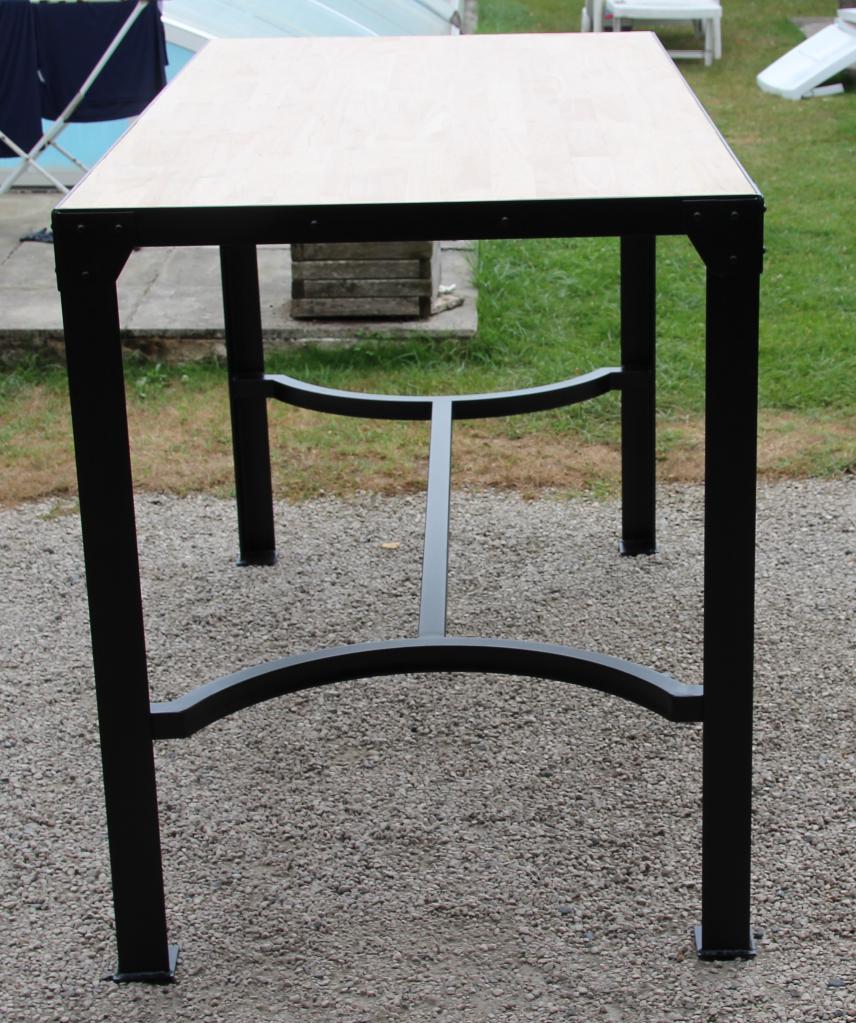 Table haute en acier et bois