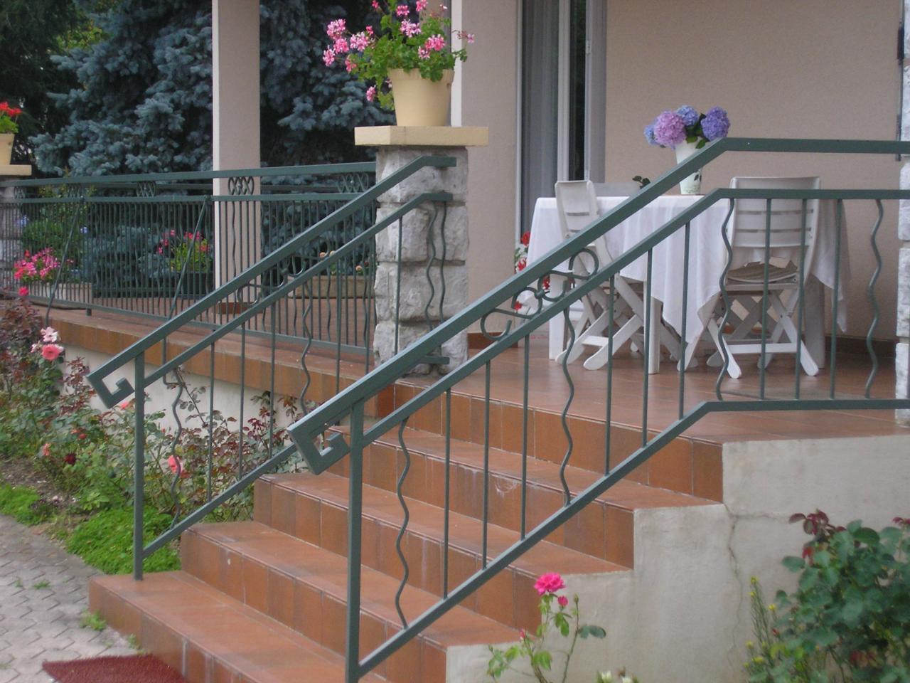 garde corps escalier barreaudage vertical. Black Bedroom Furniture Sets. Home Design Ideas