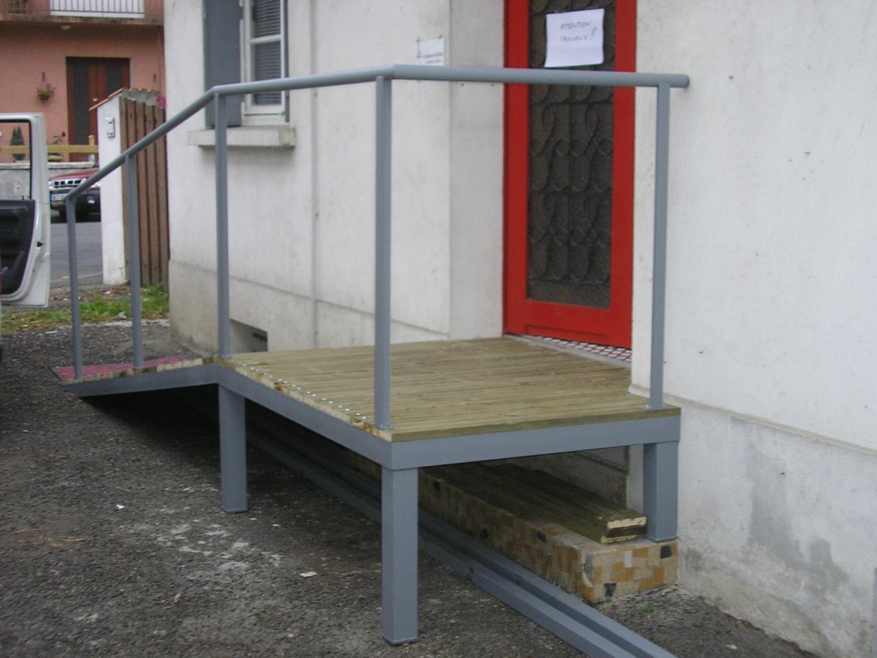 Rampe accès pour personnes à mobilité réduite