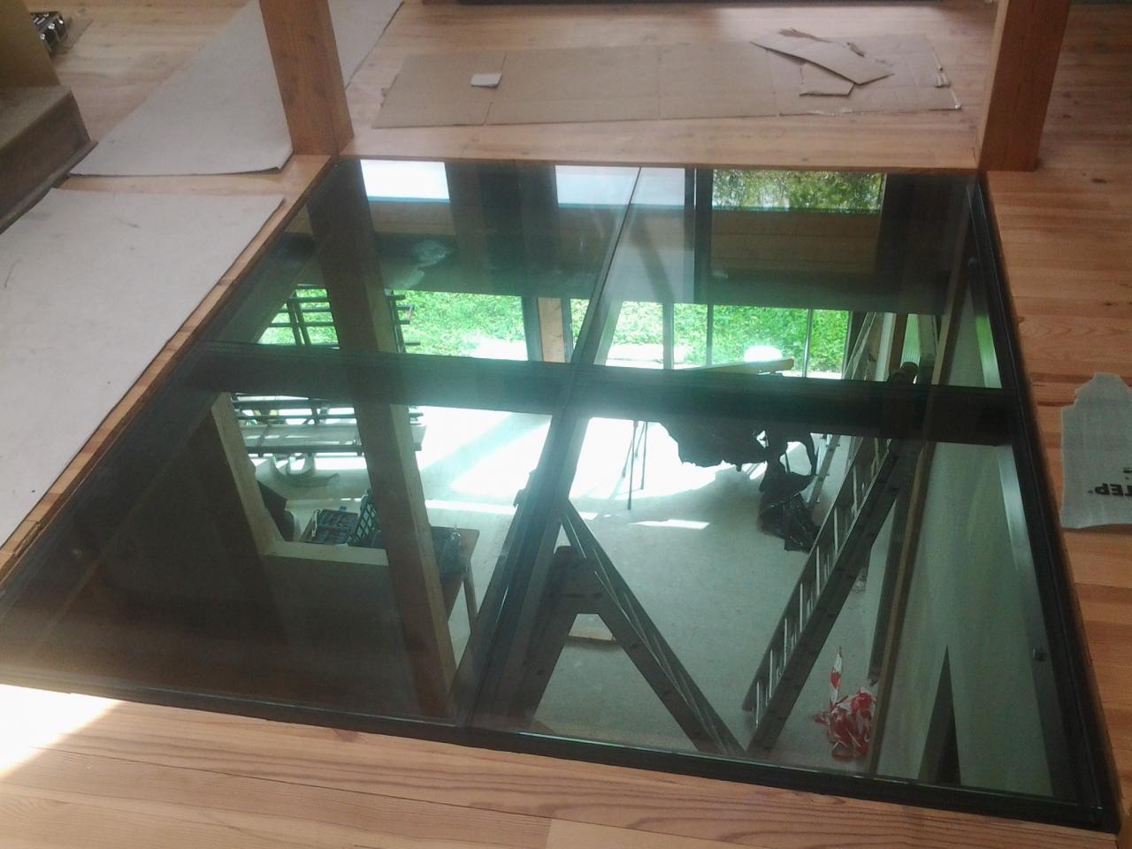 Dalle plancher en verre teinté bleu 4m²