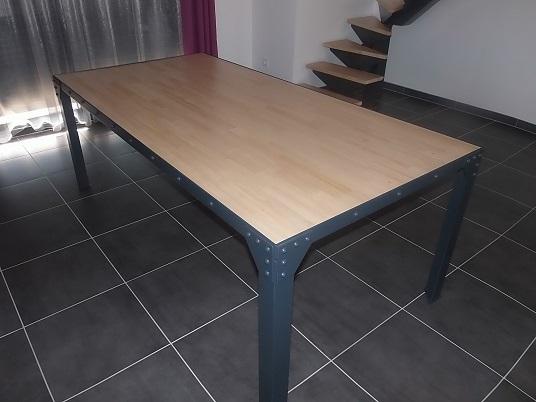 Table en bois et acier RAL 7016
